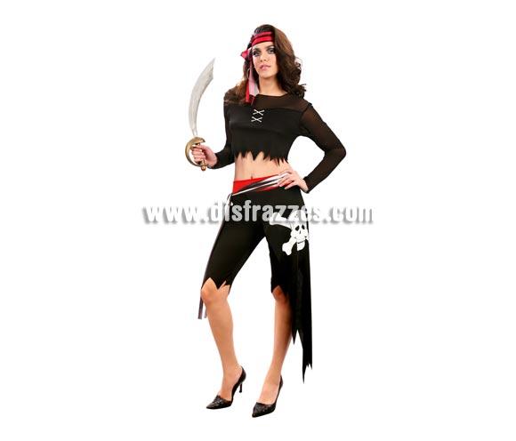 Disfraz de mujer Pirata adulta. Talla Standar M-L = 38/42. Incluye cinta de la cabeza, camisa, pantalones y fajín. Espada NO incluidam podrás verla en la sección Complementos.