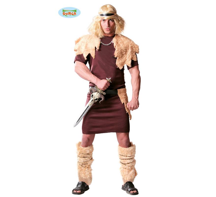 Disfraz de Bárbaro o de Vikingo para hombre. Talla Standar 52/54. Incluye cinta para cabeza, capa de pelo, vestido y cinturón. Peluca, espada y polainas NO incluidas. En la sección de Complementos podrás encontar pelucas y espadas.