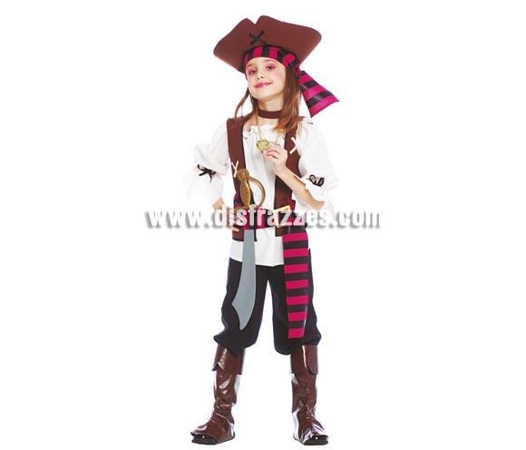 Disfraz de Pirata infantil. Talla de 5 a 6 años. Incluye sombrero, cinta de la cabeza, camisa, pantalón y cubrebotas. Accesorios NO incluidos, podrás verlos en la sección Complementos. Disfraz de Pirata para niña.