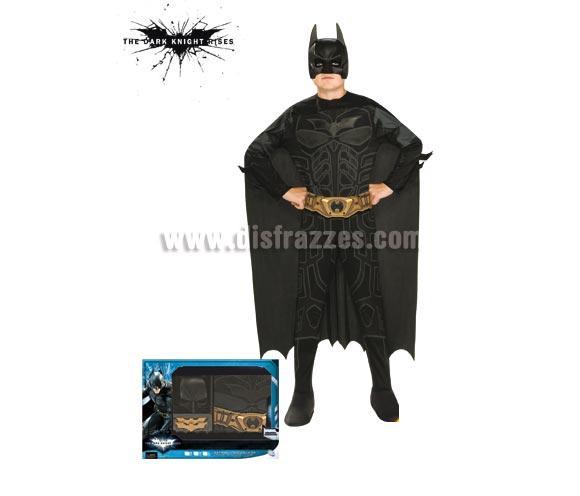Disfraz de Batman TDK Rises c/accesorios para niños de 5 a 7 años. Incluye jumpsuit (mono), capa, máscara, cinturón y 2 batarangs. Disfraz con licencia. Presentación en caja. Ideal para regalar.