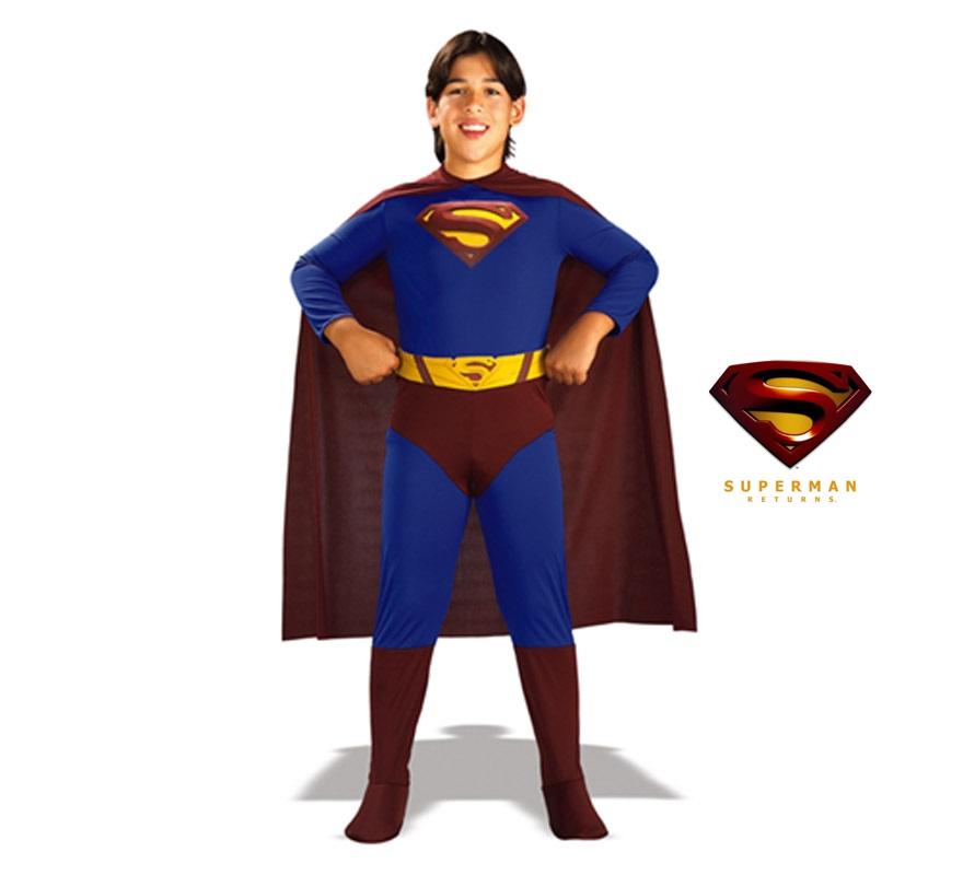 Disfraz de Superman Returns. Disponible en varias tallas. Incluye traje completo con cubrebotas, capa y cinturón. Disfraz con licencia, ideal para pedir como regalo en Navidad y en cualquier fecha del año.