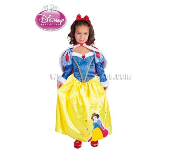 Disfraz de Blancanieves Winter para niñas de 5 a 6 años. Incluye vestido y capa. Diadema NO incluida. Disfraz con licencia Disney. Ideal para regalar en Navidad. Presentación en suit carrier.