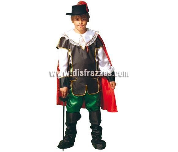 Disfraz Mosquetero Aramis para niños de 5 a 7 años. Incluye pantalón, camisa, chaleco o peto, cubrebotas y capa. Sombrero y espada NO incluidos, podrás verlos en la sección de Complementos.