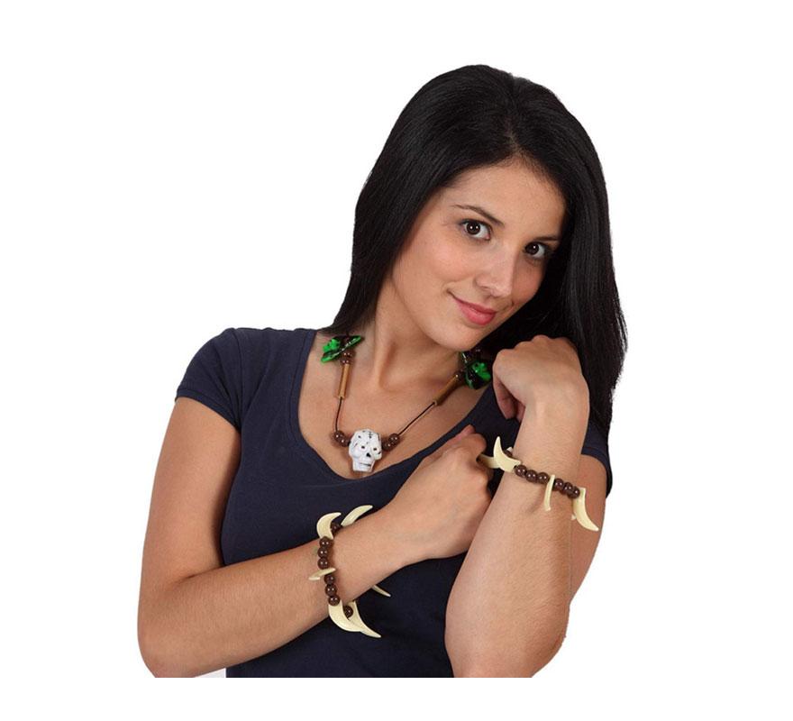 Conjunto de collar y 2 pulseras con brujas y calavera. El complemento ideal para tu disfraz de Troglodita o Cavernícola. También como complemento de tu disfraz de Halloween.
