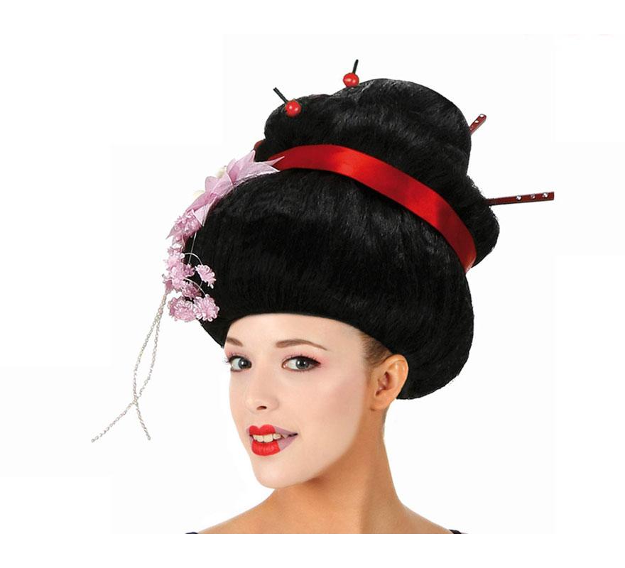 Peluca China negra con flor, cinta roja y palos chinos. Talla universal. Peluca de Geisha o Gheisa.