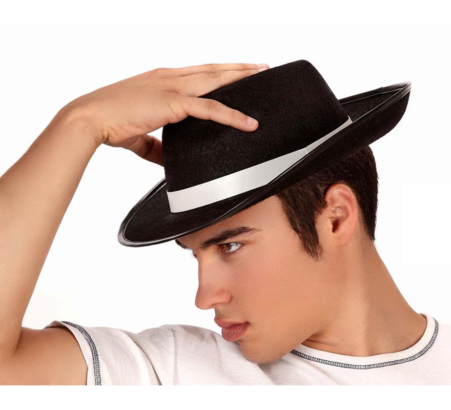 Sombrero Ganster negro con cinta blanca. También podría valer para el disfraz de Michael Jackson.