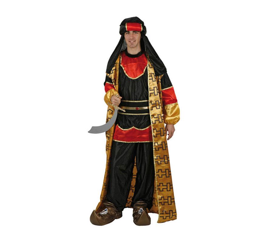 Disfraz de Príncipe Árabe para hombre. Talla standard M-L 52/54. Incluye turbante, camiseta, fajín, pantalón y capa. Espada y babuchas NO incluidas, podrás verlas en la sección de Complementos. Disfraz de Paje Real de los Reyes Magos para Navidad.