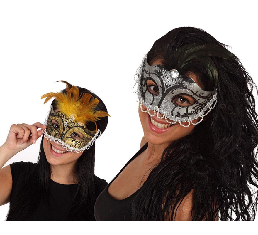 Máscara Veneciana con Perlas y Plumas. Talla universal. Dos modelos surtidos, precio por unidad, se venden por separado.