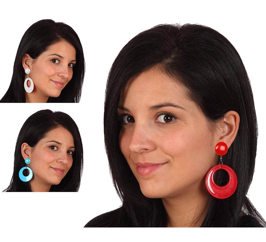 Par de Pendientes Sevillana de 7 cm. Disponible en 3 colores surtidos, precio por un par, se venden por separado. El complemento ideal para los disfraces de Sevillana, Flamenca, Cordobesa, Gitana, etc.