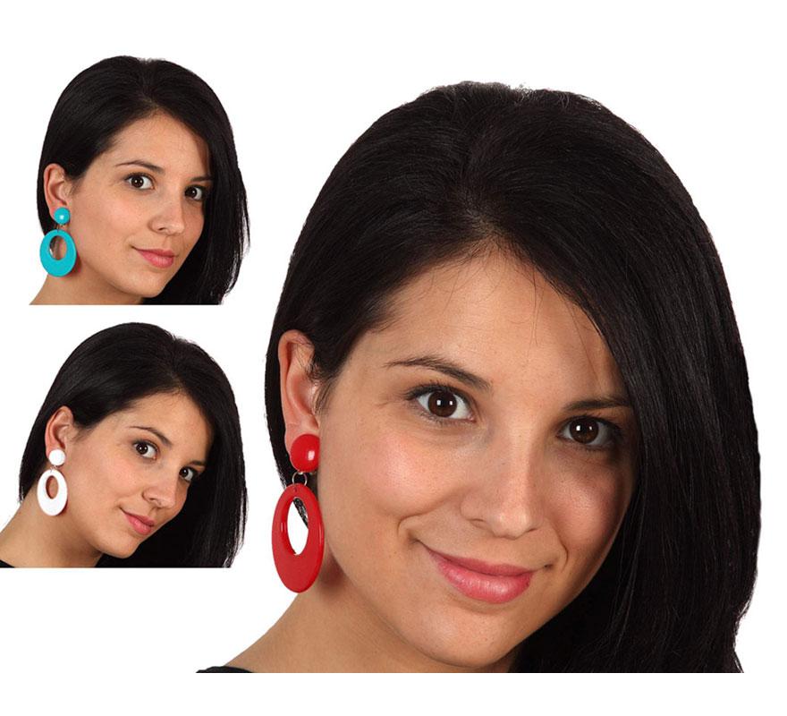 Par de Pendientes para Sevillana de 7 cm. Disponible en 3 colores surtidos, precio por un par, se venden por separado. El complemento ideal para los disfraces de Sevillana, Flamenca, Cordobesa, Gitana, etc.