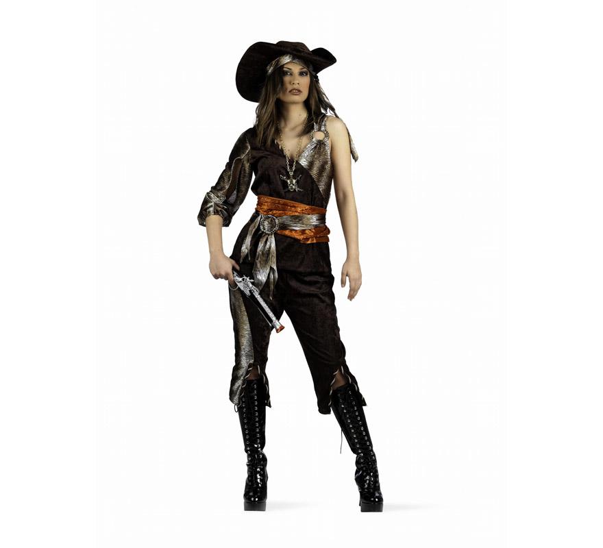 Disfraz de Pirata Aventurera Deluxe para mujer. Alta calidad, hecho en España. Disponible en varias tallas. Incluye camisa, pantalón, fajín con cinturón y sombrero. Trabuco, cubrebotas y collar NO incluidos, podras encontrarlos en nuestra sección de Complementos.