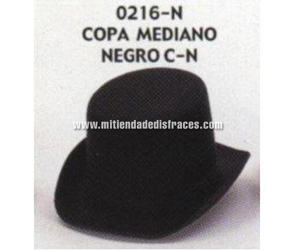 Sombrero de Copa mediano negro con cinta negra. Buena calidad, fabricado artesanalmente en España. Posibilidad de ajuste de precio para grupos. Chistera mediana negra con cinta de color negro.