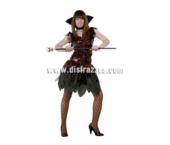 Disfraz de Vampiresa Sexy granate adulta para Halloween barato. Talla standar M-L = 38/42. Disfraz de Vampira Sexy de Halloween barato que incluye cuello y vestido. Bastón Calavera NO incluido, podrás verlos en la sección Complementos de Halloween.