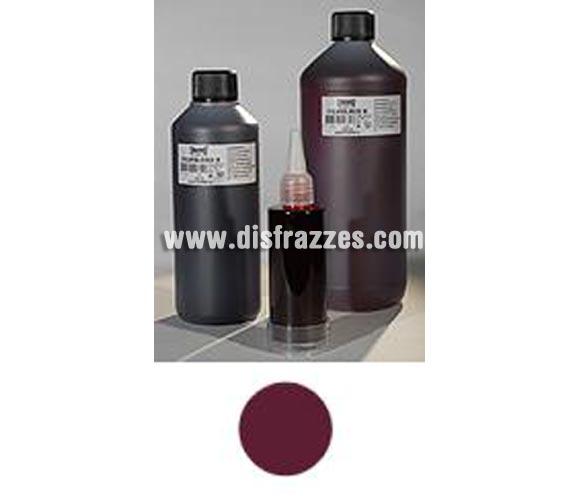 """Sangre líquida oscura envase de 1000 ml.  Descripción del producto y disponibilidad Filmblood (simulación de sangre para películas) conserva su brillo y no se seca. Se utiliza para dar un acabado a las """"heridas"""" y se puede aplicar directamente en la piel. Filmblood está disponible en botes de 100, 500 and 1000 ml.  Colores Existen dos colores disponibles: claro, sangre oxigenada (A) y oscuro, sangre sin oxigeno (B). Procedimiento Aplique el producto directamente desde su bote. El bote de 100 ml tiene una tapa especial para que sea más fácil su aplicación.  Desmaquillado La sangre se puede quitar de la piel con agua fría inicialmente y después con agua y jabón. En el caso de que se haya manchado la ropa, primero ponga a remojo la ropa en agua fría con un detergente de prelavado. Maquillaje ideal para caracterizarte en Carnaval, en Halloween o en cualquier fecha del año que tengas ocasión para ir de Fiesta a Pubs, Discotecas, Casas particulares, Restaurantes o Colegios y ayudar a crear un ambiente Festivo propio de la Fiesta a la que acudas. ¡¡Compra el maquillaje para tu disfraz de Carnaval o de Halloween en nuestra tienda de disfraces, será divertido!!"""