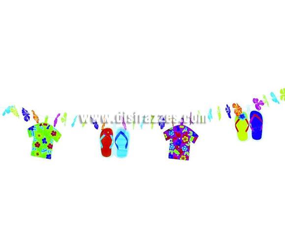 Guirnalda Fantasía de papel Hawaiana de 21x228 cms. Ideal para decorar cualquier Fiesta Hawaiana. Guirnalda de chanclas y camisas Hawaianas para verano.