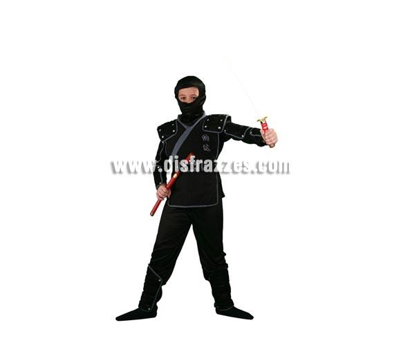 Disfraz de Ninja infantil para Carnaval. Talla de 10 a 12 años. Incluye verdugo, camisa, pantalón, peto, cinturón, brazaletes, muñequeras y espinilleras. Espada NO incluida, podrás verla en la sección Accesorios.