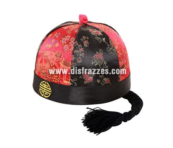 Sombrero de Chino de 19 cm. de diámetro con coleta para Carnaval. Talla única. Dos modelos surtidos, precio por unidad, se venden por separado.