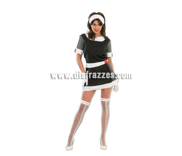 Disfraz barato de mujer de los años 60 adulta para Carnavales. Talla única hasta la 42/44. Incluye cinta de la cabeza y vestido. Medias NO incluidas, podrás ver medias en la sección de Complementos. ¡¡Compra tu disfraz para Carnaval en nuestra tienda de disfraces, será divertido!!