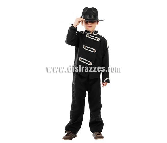Disfraz de Rey del Pop para niños. Talla de 7 a 9 años. Incluye pantalón y chaqueta. Sombrero NO incluido, podrás verlo en la sección de Complementos. Disfraz genial para que los niños jueguen y bailen como el desaparecido Michael Jackson.