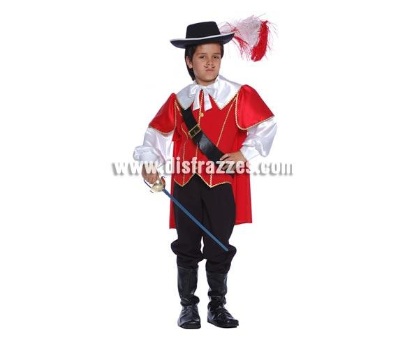 Disfraz barato de Mosquetero para niño. Talla de 4 a 6 años. Incluye cubrebotas, pantalón, casaca y cinturón. Espada y sombrero NO incluidos, podrás verlos en la sección de Complementos. Disfraz de Dartacán infantil.