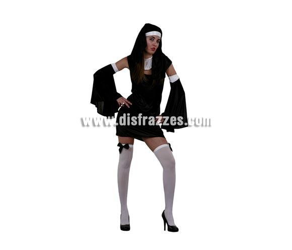 Disfraz de Monja Super Sexy barato para mujer. Talla única 38/42. Incluye vestido, tocado, cuello y mangas. Medias NO incluidas, podrás verlas en la sección de Complementos. Éste disfraz también se usa mucho para Halloween con un buen maquillaje de miedo.