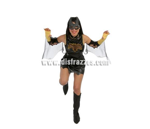 Disfraz de Mujer Murciélago adulta. Talla única 38/40. Incluye vestido, manguitos y cubrebotas. Éste traje es la pareja ideal para el disfraz de Batman.