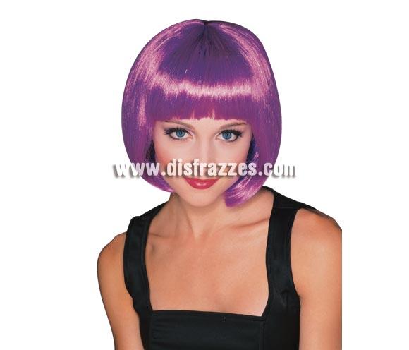 Peluca modelo Broadway de color violeta. Peluca de Charlestón de media melena lisa con flequillo violeta ideal para tu disfraz de Charlestón, de Moulin Rouge, Cabaret, etc. etc.