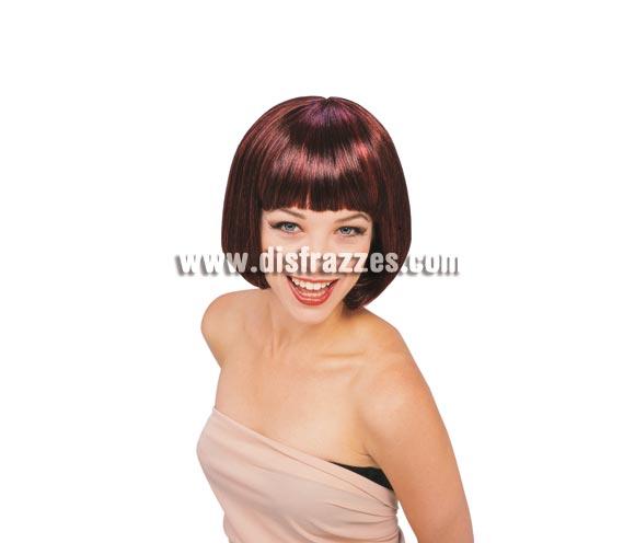 Peluca modelo Broadway de color rojo caoba. Peluca de Charlestón de media melena lisa con flequillo rojo caoba ideal para tu disfraz de Charlestón, de Moulin Rouge, Cabaret, etc. etc.