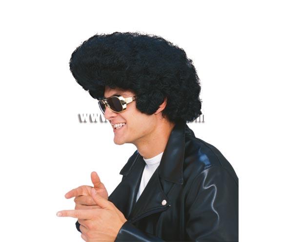 Peluca Rockstar para adultos. Peluca Rey del Rock para cuando te disfraces de Elvis o de los años 60-70. Gafas no incluidas, podrás verlas en la sección de Complementos.