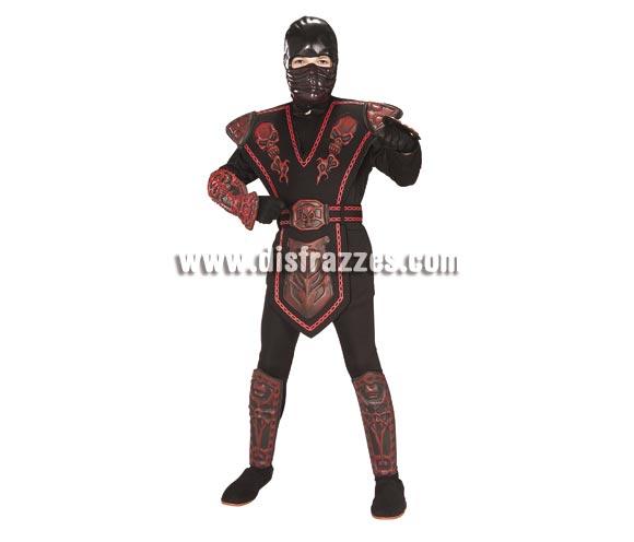 Disfraz de Guerrero Ninja rojo para niños de 3 a 4 años. Incluye jumsuit (mono) con capucha, pecho, cubrepiernas, cubrezapatos de EVA y máscara. Disfraz que viene muy completo y que gusta mucho a los niños.