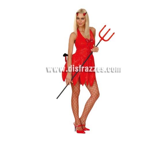 Disfraz de Diablesa Sexy adulta para Halloween. Talla Standar M-L = 38/42. Disfraz barato de Halloween que incluye vestido, cola y cuernos. Tridente y medias NO incluidos, podrás ver estos artículos en la sección de Complementos.