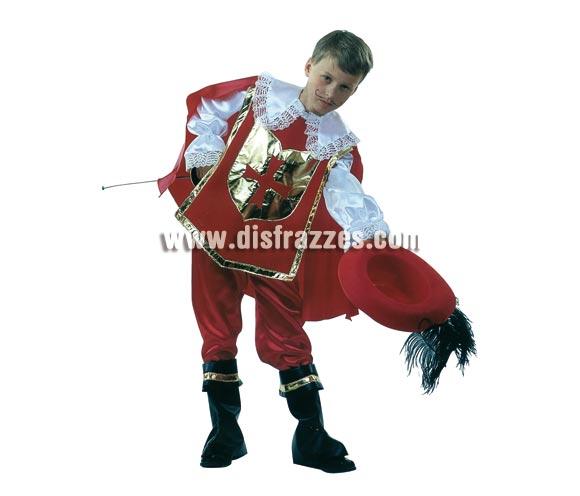Disfraz de Mosquetero D'Artagnan con sombrero para niños de 5 a 7 años. Incluye camisa con peto, pantalón, cubrebotas y sombrero. Espada NO incluida, podrás verla en la sección de Complementos. Éste traje tiene una muy buena relación calidad-precio ya que incluye hasta el sombrero.