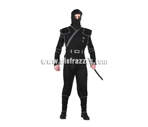Disfraz de Ninja para hombre. Talla standar M-L 52/54. Incluye verdugo, camisa, pantalón, peto, cinturón, brazaletes, muñequeras y espinilleras. Espada NO incluida, la verás en Complementos. Éste disfraz viene muy completo por lo que el precio está muy bien.