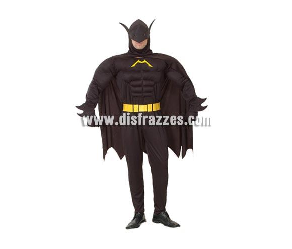 Disfraz barato de Murciélago Musculoso para hombre. Talla S = 48/52 para hombres delgados o talla de adolescentes. Incluye mono con músculos, cinturón y capa con capucha. Con éste disfraz, Batman te tendría envidia, ¡¡¡Vaya músculos, ni Rocky!!!