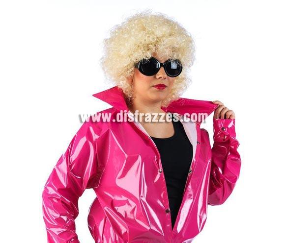 Peluca de Sandy interpretada por Olivia Newton John en la película Grease. Ésta peluca es ideal para ponérsela con la chaqueta de Pink Ladies, ref. 0303CON, con el disfraz ref. 80389GUI o también para disfrazarse de Marilyn.
