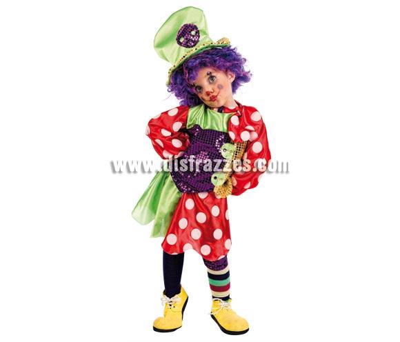 Disfraz de Payasa Botones Deluxe para niñas. Alta calidad, hecho en España. Disponible en varias tallas. Incluye camisa, falda, gorro y rodilleras. Peluca y zapatones NO incluidos, podrás encontrarlos en nuestra sección de Complementos.