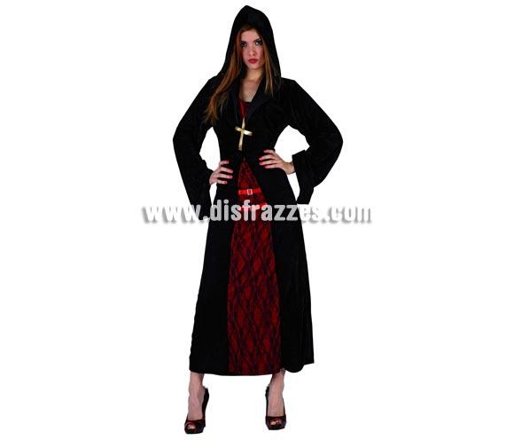 Disfraz de Monja Siniestra para mujer. Talla 2 = M-L = 38/42. Serie Plata. La pareja de éste disfraz es la ref. 04938AT. Incluye vestido con capucha y colgante de cruz.