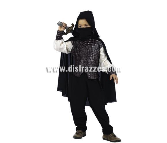 Disfraz de Ninja Medieval Deluxe para niño. Alta calidad, hecho en España. Disponible en varias tallas. Incluye camisa con capa, pantalón y pañuelo. Espada NO incluida, podrás encontrarlas en nuestra sección de Complementos.