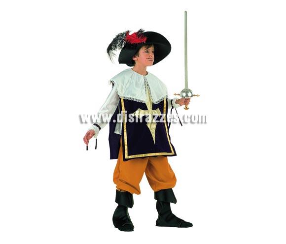 Disfraz de Mosquetero Deluxe para niño. Alta calidad, hecho en España. Disponible en varias tallas. Incluye camisa, pantalón, botas y sombrero. Florete NO incluido, podrás encontrar en nuestra seccion de Complementos.