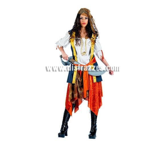 Disfraz de Pirata Bucanera Deluxe para mujer. Alta calidad, hecho en España. Disponible en varias tallas. Incluye chaqueta con camisa, cinturón, falda y pañuelo. Espada NO incluida, podrás encontrar en nuestra sección de Complementos. Éste disfraz hace pareja con la ref. MA098LI.