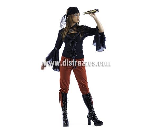 Disfraz de Pirata Aventurera Deluxe para mujer. Alta calidad, hecho en España. Disponible en varias tallas. Incluye camisa, pantalón y pañuelo. Catalejo NO incluido, podrás encontrar en nuestra sección de Complementos.