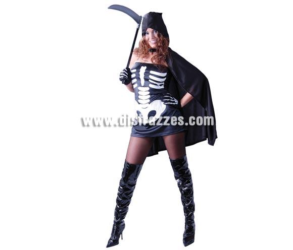 Disfraz de Skeleton para mujer. Talla única 38/40. Incluye capa con capucha, vestido y guantes. Guadaña NO incluida, podrás verla en Complementos.