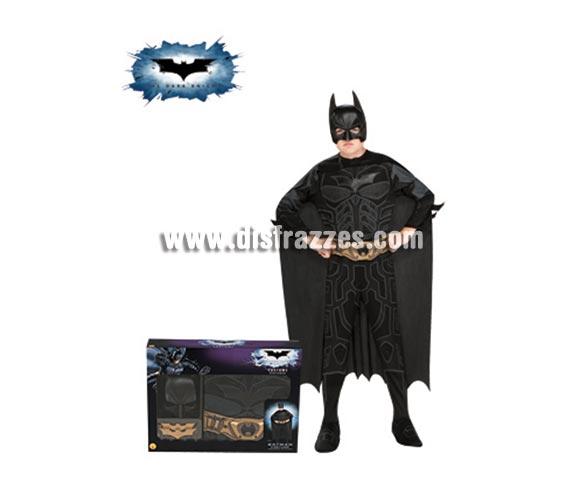 Disfraz de Batman TDK en caja para Carnavales. Talla de 8 a 10 años. Incluye jumpsuit, capa, máscara, cinturón y 2 batarangs. Disfraz de licencia con presentación en caja ideal para regalo. Éste disfraz es ideal para Carnaval y para regalar en Navidad, en Reyes Magos, para un Cumpleaños o en cualquier ocasión del año. Con éste disfraz harás un regalo diferente y que seguro que a los peques les encantará y hará que desarrollen su imaginación y que jueguen haciendo valer su fantasía.  ¡¡Compra tu disfraz para Carnaval o para regalar en Navidad o en Reyes Magos en nuestra tienda de disfraces, será divertido!!