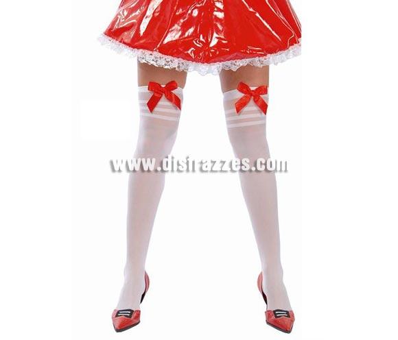 Medias blancas con lazos rojos. Puede valer para disfraz de Blancanieves, Caperucita, etc. etc.