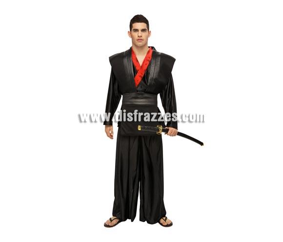 Disfraz de Samurai para hombre. Talla standar M-L = 52/54. Incluye peto con cinturón, camisa y pantalón. Espada NO incluida, podrás encontrar en nuestra sección de Complementos.