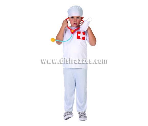 Disfraz de Doctor para niños de 3 a 4 años. Incluye bata, pantalón, gorro y mascarilla. El estetoscopio lo podrás ver en la sección de Complementos.