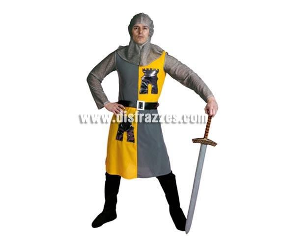 Disfraz de Caballero Medieval Amarillo-gris barato para hombre. Talla Standar M-L 52/54. Incluye verdugo, casaca, cinturón y pantalones-botas de tela. Espada NO incluida, podrás verla en la sección de Complementos. Éste disfraz es muy demandado para Ferias Medievales por su bonito diseño y sus colores.