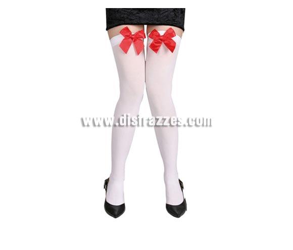 Medias liga opacas blancas con lazo rojo. Ideal como complemento de tu disfraz de Blancanieves o Caperucita.
