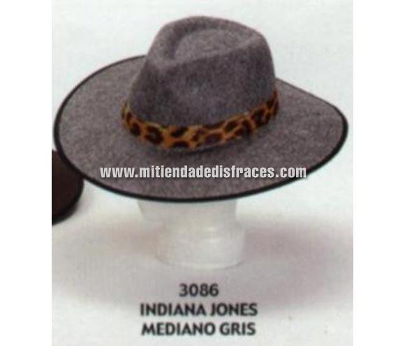 Sombrero de Indiana Jones mediano de color gris. Buena calidad, fabricado artesanalmente en España. Posibilidad de ajuste de precio para grupos.