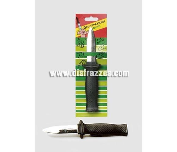 Puñal Mágico. La hoja del puñal es de plástico y se hunde dentro del mango.